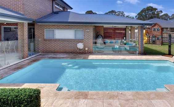 swimming pool builders in